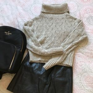 CABLE KNIT CROP SWEATER😍
